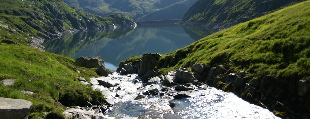 Weitwandern ohne Gepäck im Gotthard-Massiv: Reussquelle