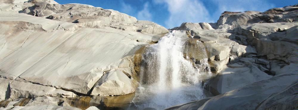 Weitwandern ohne Gepäck im Gotthard-Massiv: Wasser und Fels