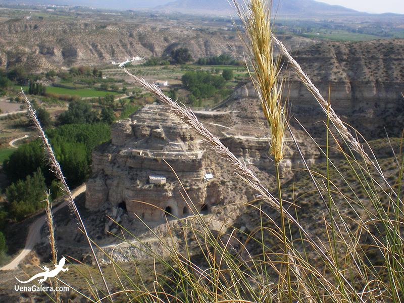 Vista general del yacimiento del Castellón Alto desde el cerro Sargento