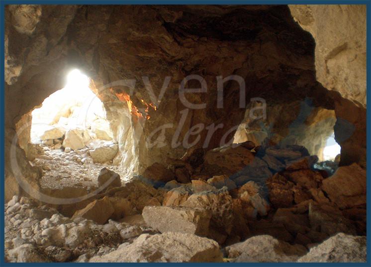 Vista de las cuevas interiores bajo el yacimiento del Castellón Alto