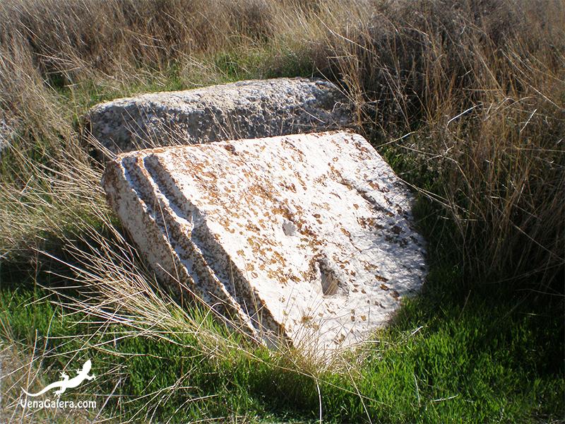 """Famosa piedra con la """"Pisá del Moro"""" en el Cerro del Real"""