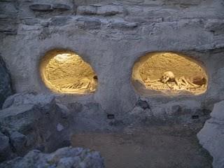 Vista exterior de sepulturas tipo del Castellón Alto