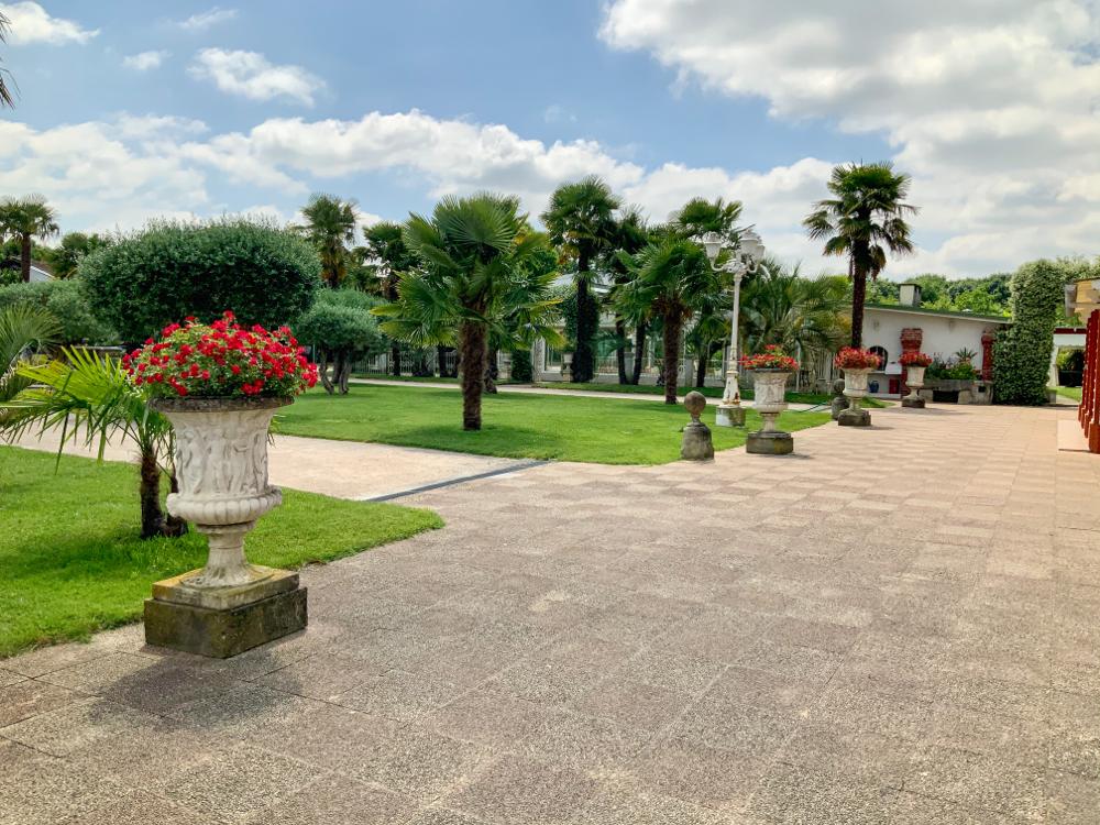Le parc vue de la terrasse du château : le soleil radieux