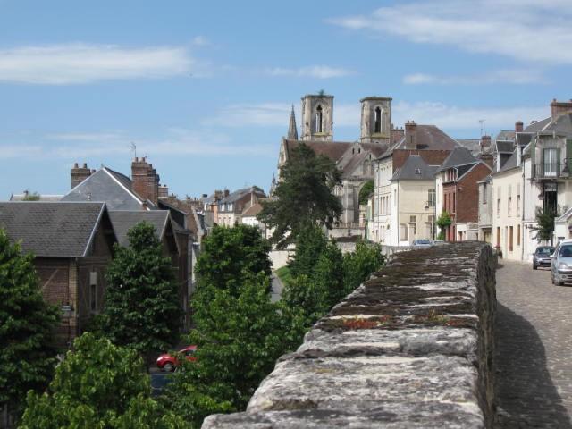 von der alten Stadtmauer an der ehemaligen Abtei St-Martin hat man einen schönen Panoramablick