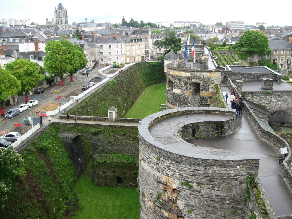 auf der Burgmauer