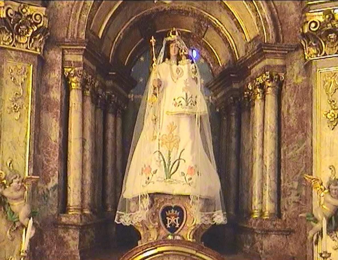 Madonna in der Kirche