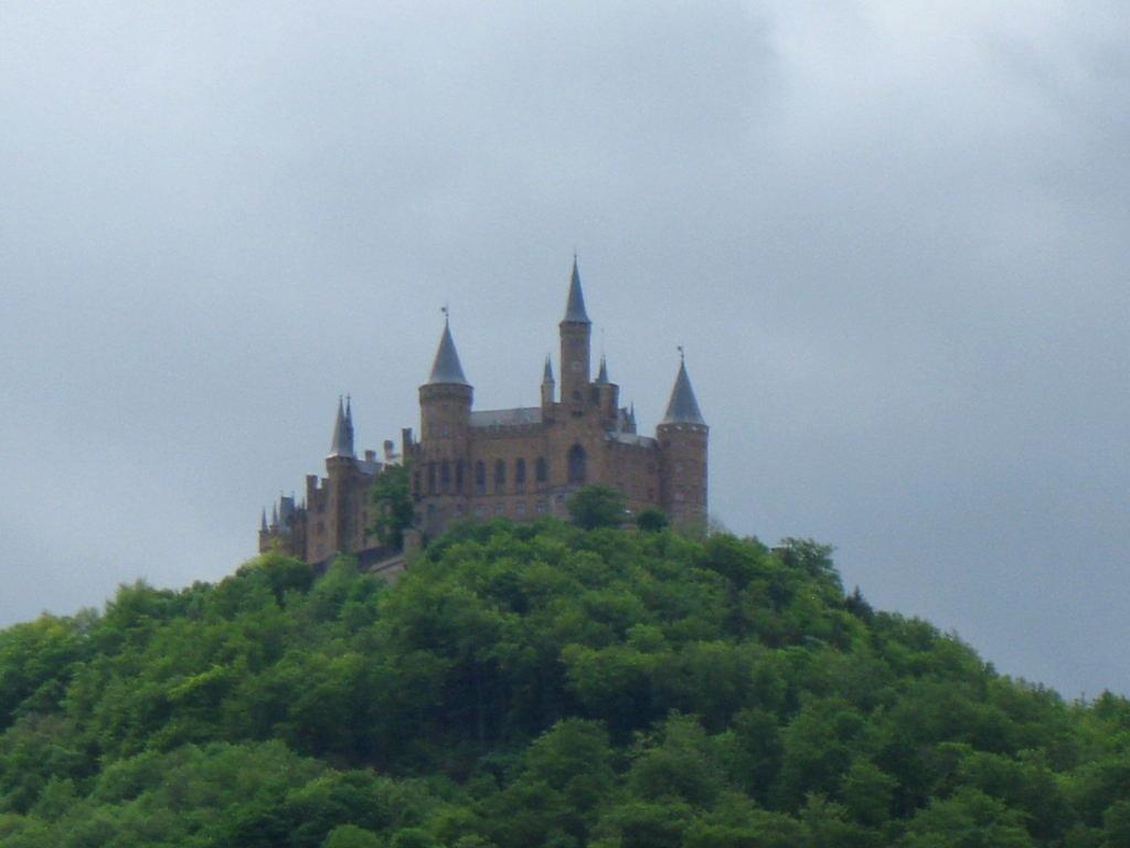 die Burg in der Ferne