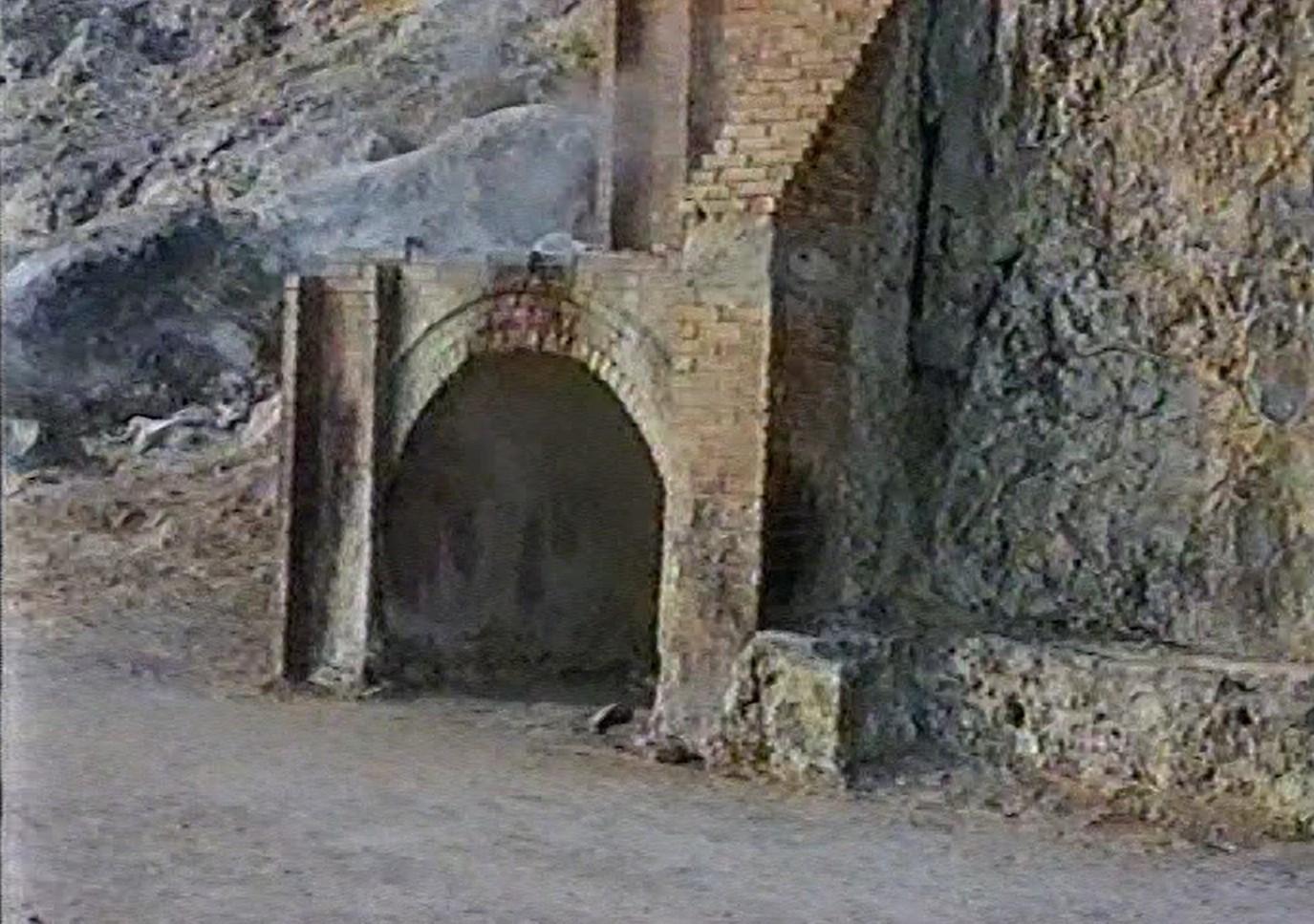 Eingang zur Schwefelgrotte