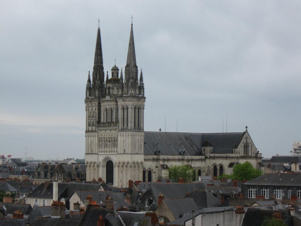 Kathedrale St. Maurice von der Burgmauer aus