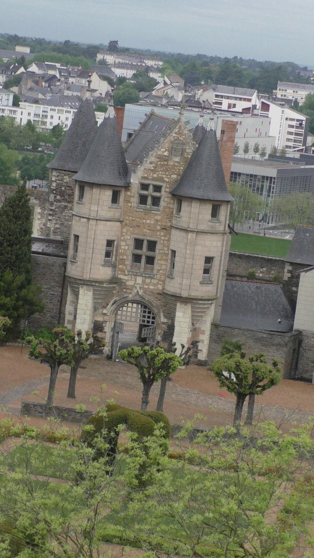 Blick in den Burghof