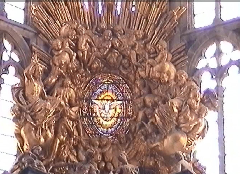 Sonne über dem Altar
