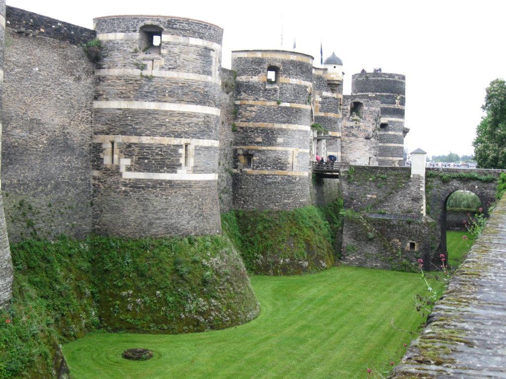 Burgmauer von außen