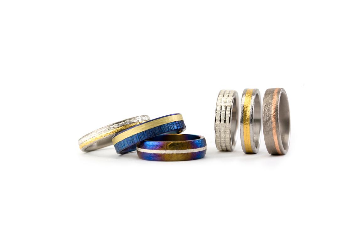 Alianzas Encerrado que combinan diferentes materiales: titanio, oro verde, plata, paladio, circonio...