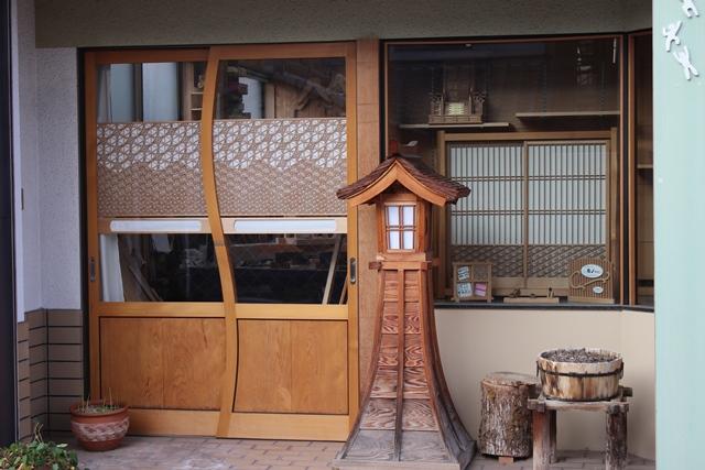 「住谷建具店」は、神棚・お宮・霊舎などの別注品から修理・復元までを良材にて一品一品手作りしています。 まごころで製作・販売しています。