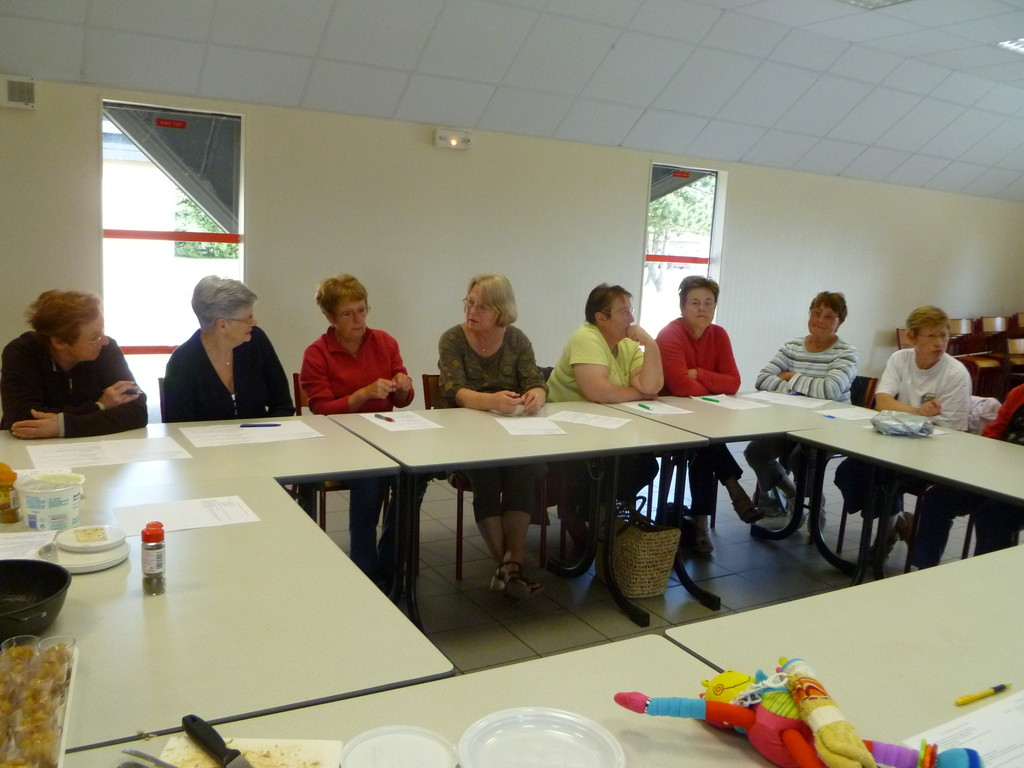 les participantes sont très attentives aux explications de Cécile