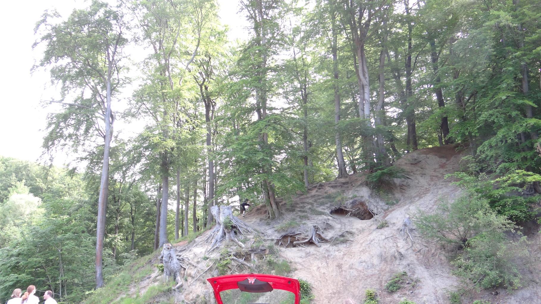 Der erste Hinweis befindet sich oben auf dem Berg