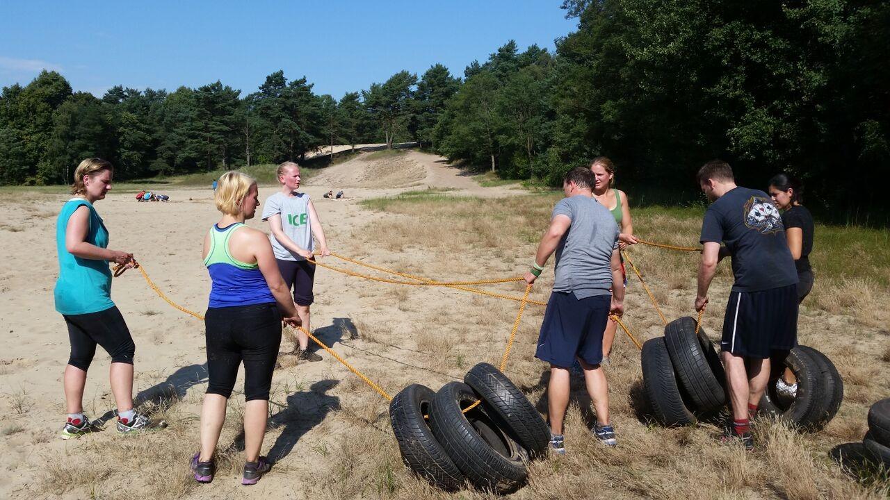 Reifen ziehen bei der großen Düne