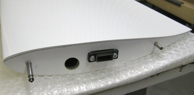 Wurzel der Tragfläche mit S-BUS Stecker