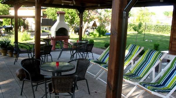 Terrasse mit Grillmöglichkeit.