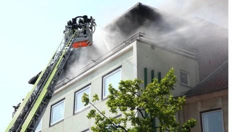 Brand Salzgitter BAD Gebäudebrand 04.05.2015 Feuerwehr Bleckenstedt Brand in Salzgitter Großer schaden SZ-Bad