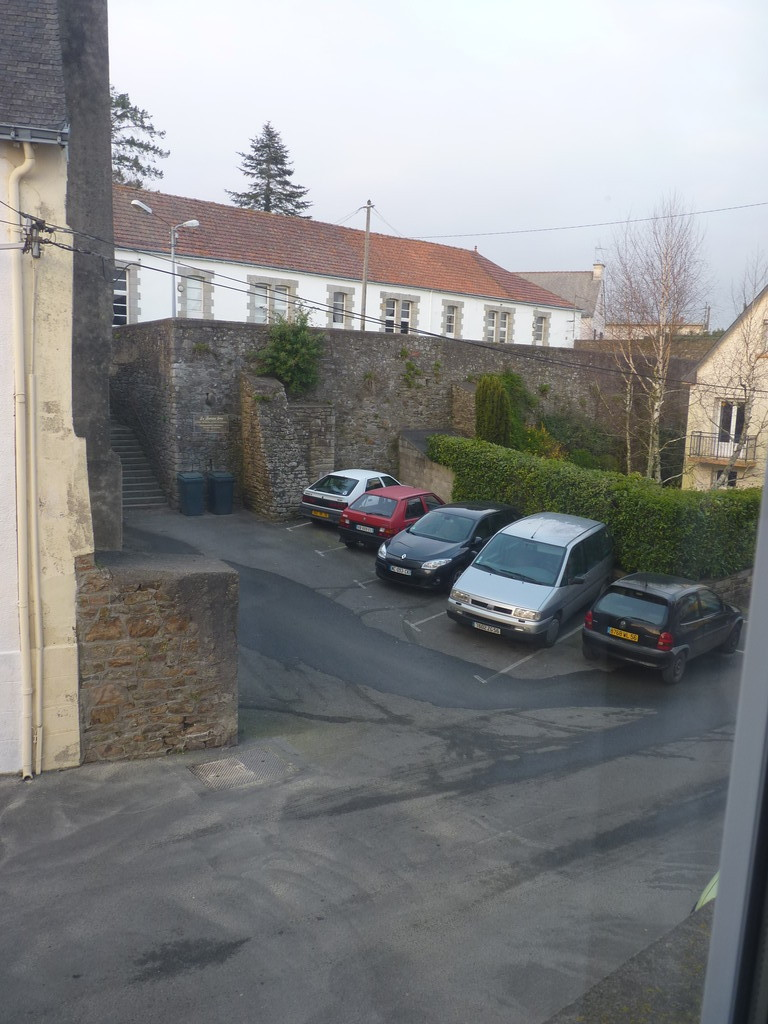 parking en face de l'appartement