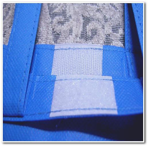 縦型マチありA4不織布バッグの袋口部には、白色の面ファスナーを縫製してます。