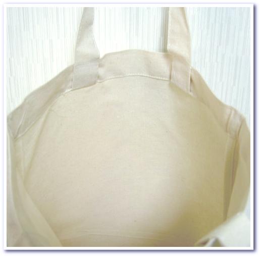 コットンバッグの内側:バイアス巻き縫製の事例:不織布等のほつれにくい生地を使用します。
