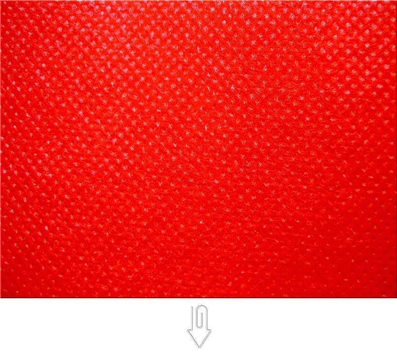 赤色の不織布