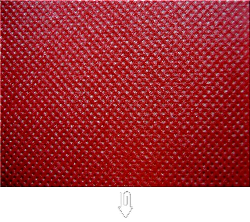 エンジ色の不織布