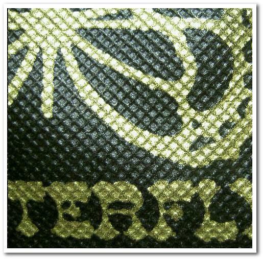 不織布バッグの名入れ|シルク印刷事例.2|ブラック生地に金色の印刷.3