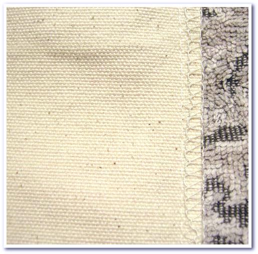 裁断生地のほつれを防ぐロックミシン縫製.1
