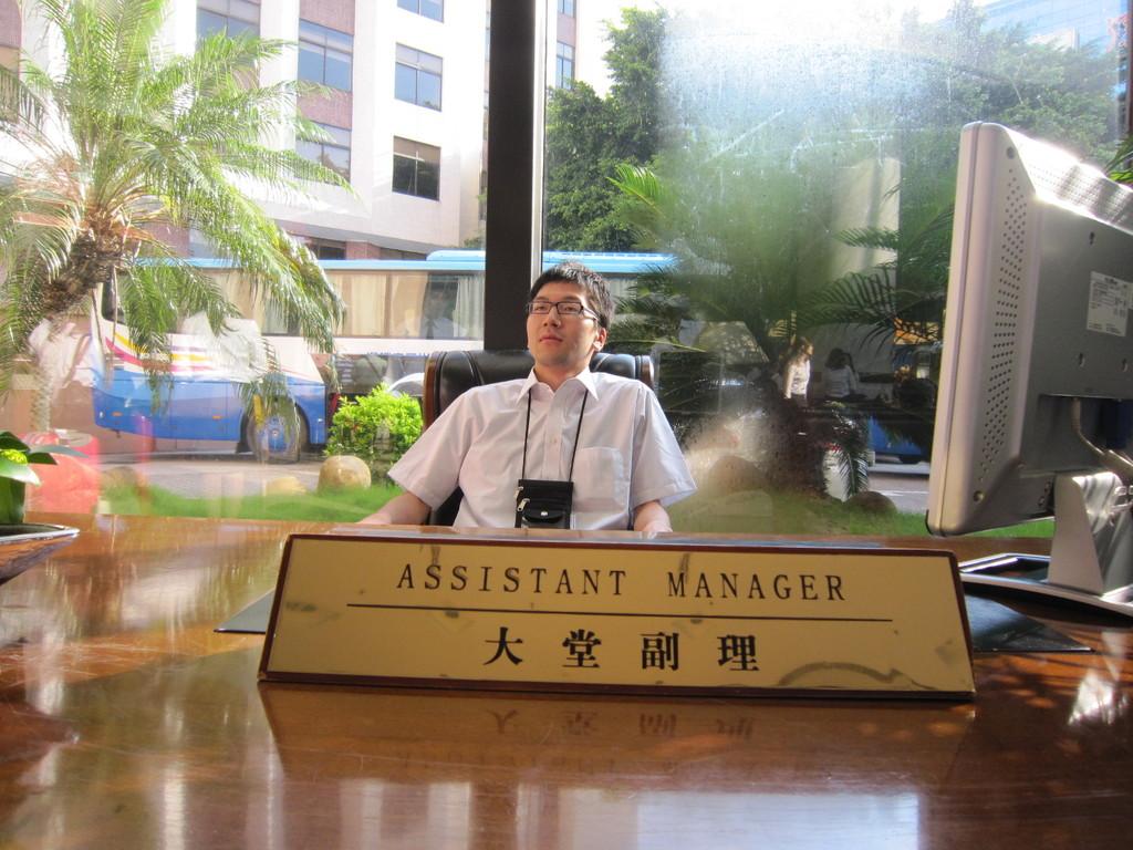 加藤アシスタントマネージャー