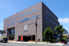 北1条通りから見た「北海道歯科医師会館」