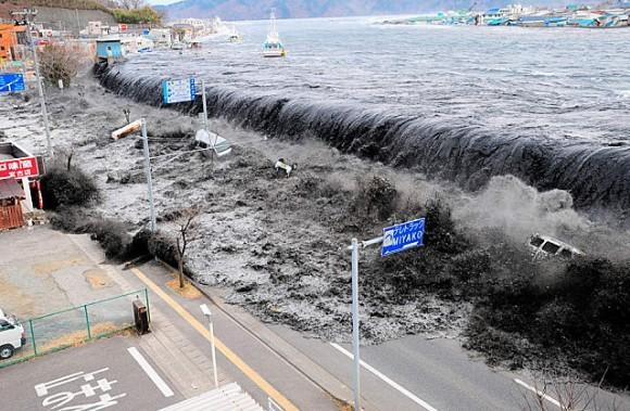Première vague du Tsunami ayant touché les côtes du Japon lors du séisme de la côte nord-est du Japon.