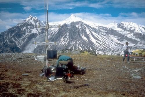 Sismomètre installé à proximité du Mont Spurr. Sources: © Neal C. A., USGS