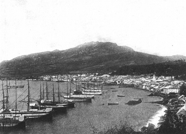 Port de Saint-Pierre avant l'éruption du 8 mai 1902. Source: Photographies  A. Lacroix - 1902