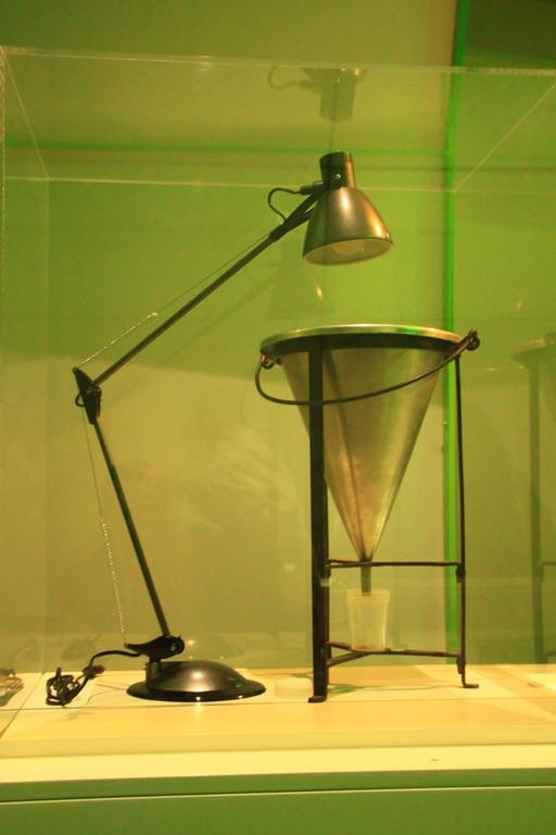 Appareil de Berlèse (Photo: Clerc). Muséum d'Histoire Naturelle