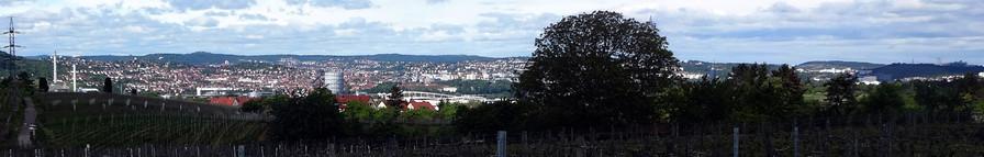 Kurz nach dem Start: Blick auf Stuttgart mit Mercedes-Benz Arena
