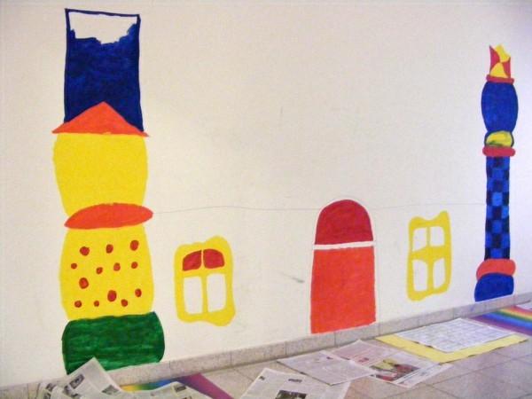 ..ein begonnenes Projekt der Kunst-AG: Hundertwasser im Treppenhaus zum Werkraum...