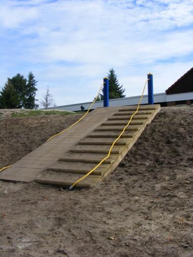 ... eine Treppe am Berg, ...