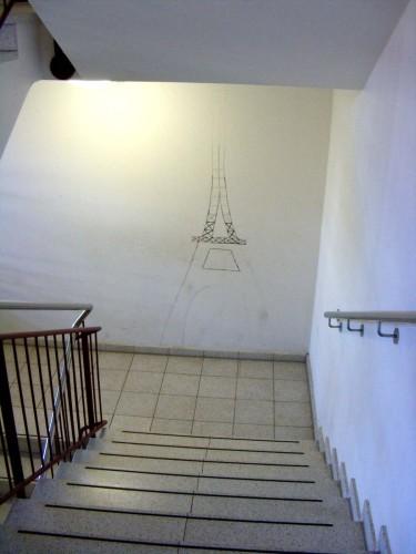 ... auf den Treppenabsatz soll mal der Eiffelturm zu sehen sein...