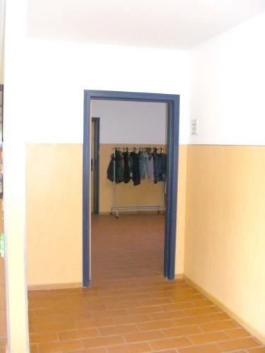 ... wo man als erstes das Rektorzimmer findet. Die Tür steht zwar nur selten offen wie auf dem Bild, aber ...