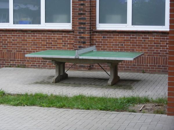 Außerdem gibt es eine Tischtennisplatte, ...