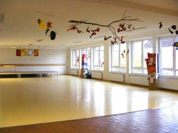 ... unsere Aula. Hier finden viele Veranstaltungen mit allen Kindern statt.