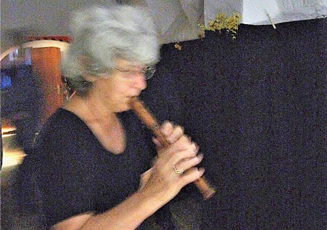 ...und kunstvoll musikalisch umrahmt von Gilda Gold...
