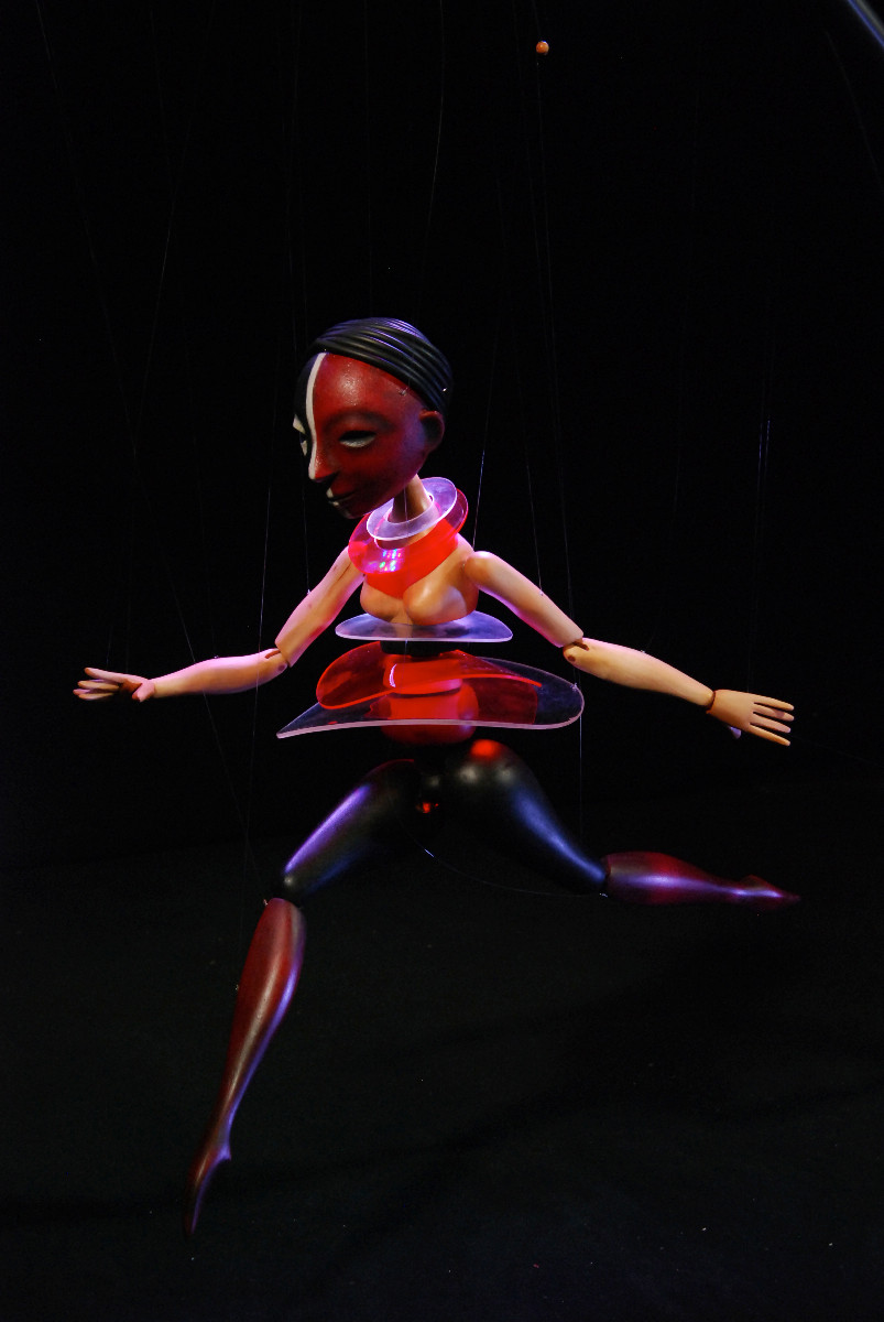 Whereever one looks, the marionettes are brought to life.