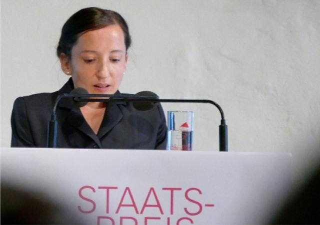 Dr. Maaike van Rijn, Kuratorin Landesmuseum Stuttgart, verliest den Jurybericht.