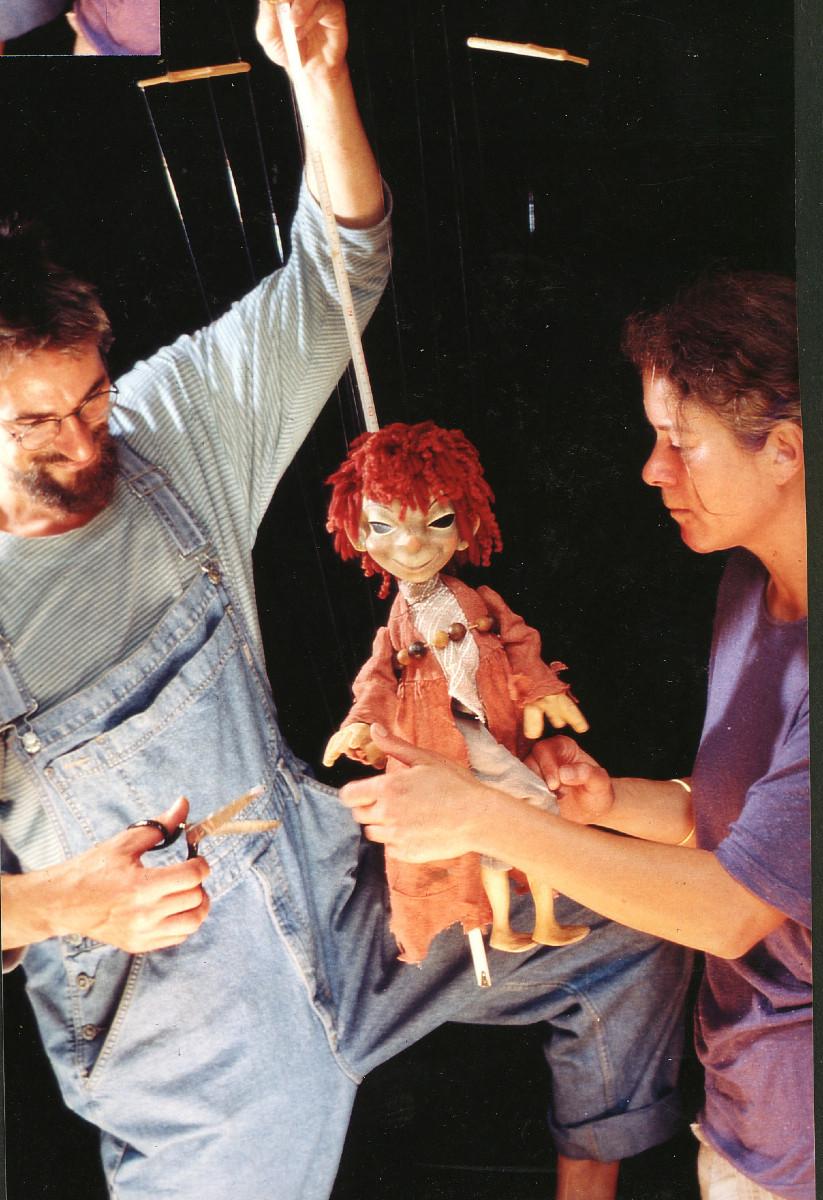 1982 – 90 Für Gerhards Marionetten: Entwurf und Ausführung vieler Theaterfiguren. Marlene übernimmt die künstlerische Leitung der jährlichen Inszenierung.