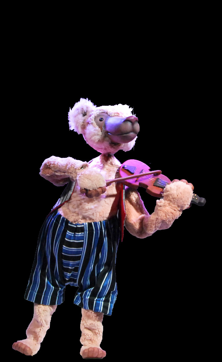 On his return, he only finds one bear in the circus, lonely playing the fiddle.