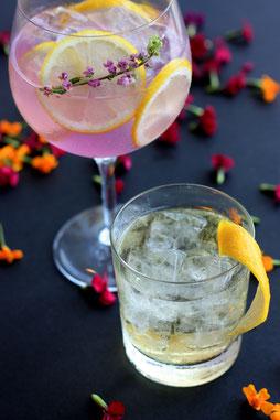 Cocktail-Catering - mobile Cocktailbar mit Gin Tonic und Lillet wild berry mit kreativer Dekoration